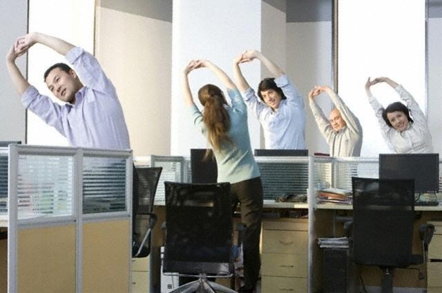 Bộ VHTT&DL đề nghị cán bộ nghiêm túc triển khai việc tập thể dục giữa giờ