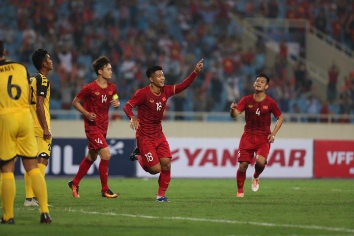Thắng đậm Brunei, U23 Việt Nam tạm thời dẫn đầu bảng đấu