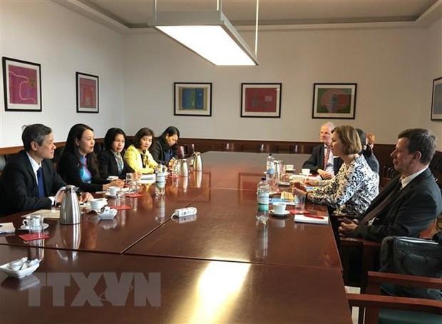 Đoàn công tác Hội Liên hiệp Phụ nữ Việt Nam trao đổi kinh nghiệm tại Đức