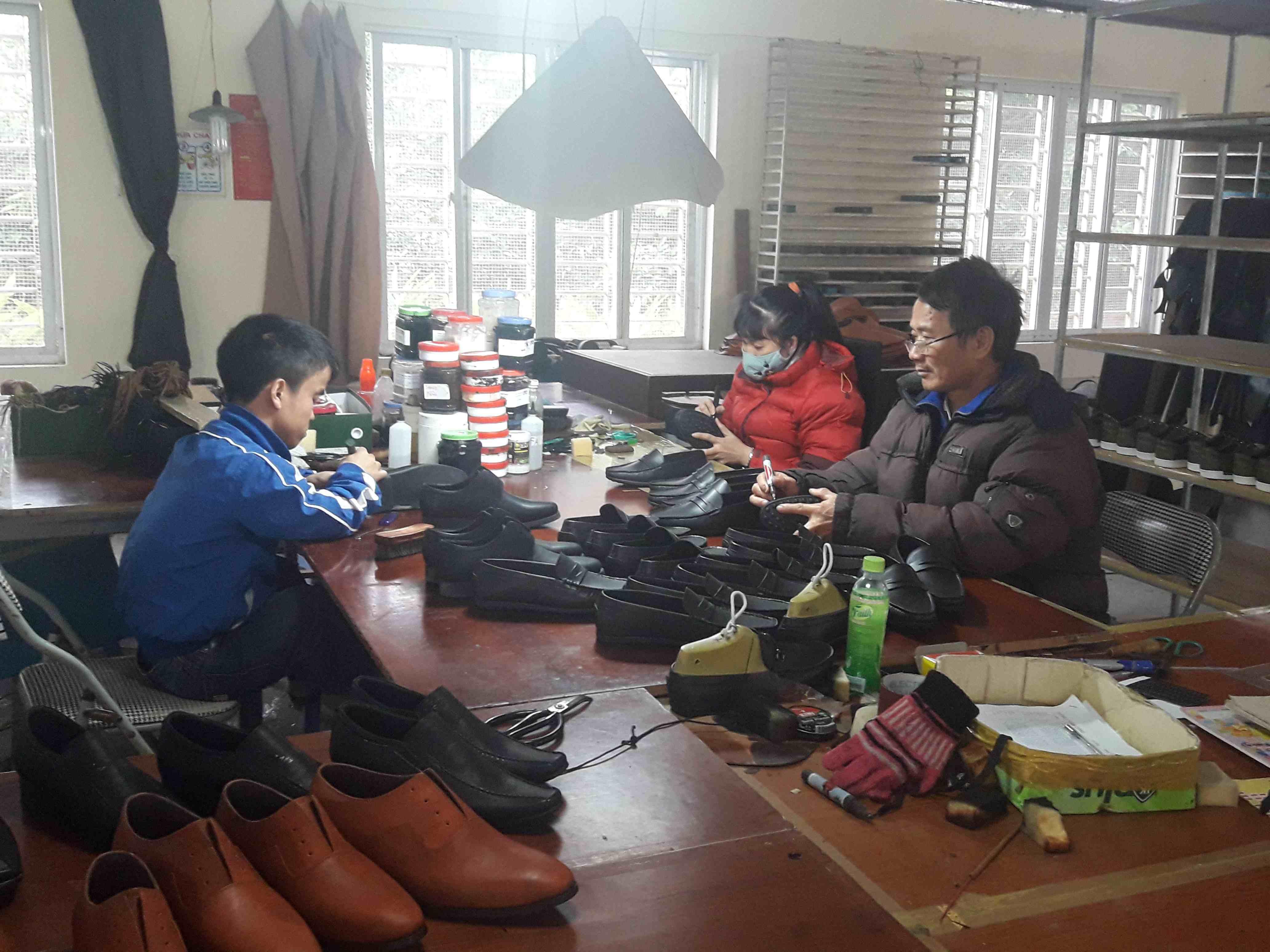 Giày da Phú Yên (Hà Nội) nỗ lực bắt nhịp thị trường