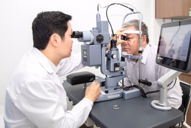  Tự ý dùng thuốc coirticoid nhỏ mắt suốt 3 tháng, nam thiếu niên ở Hải Dương bị mù