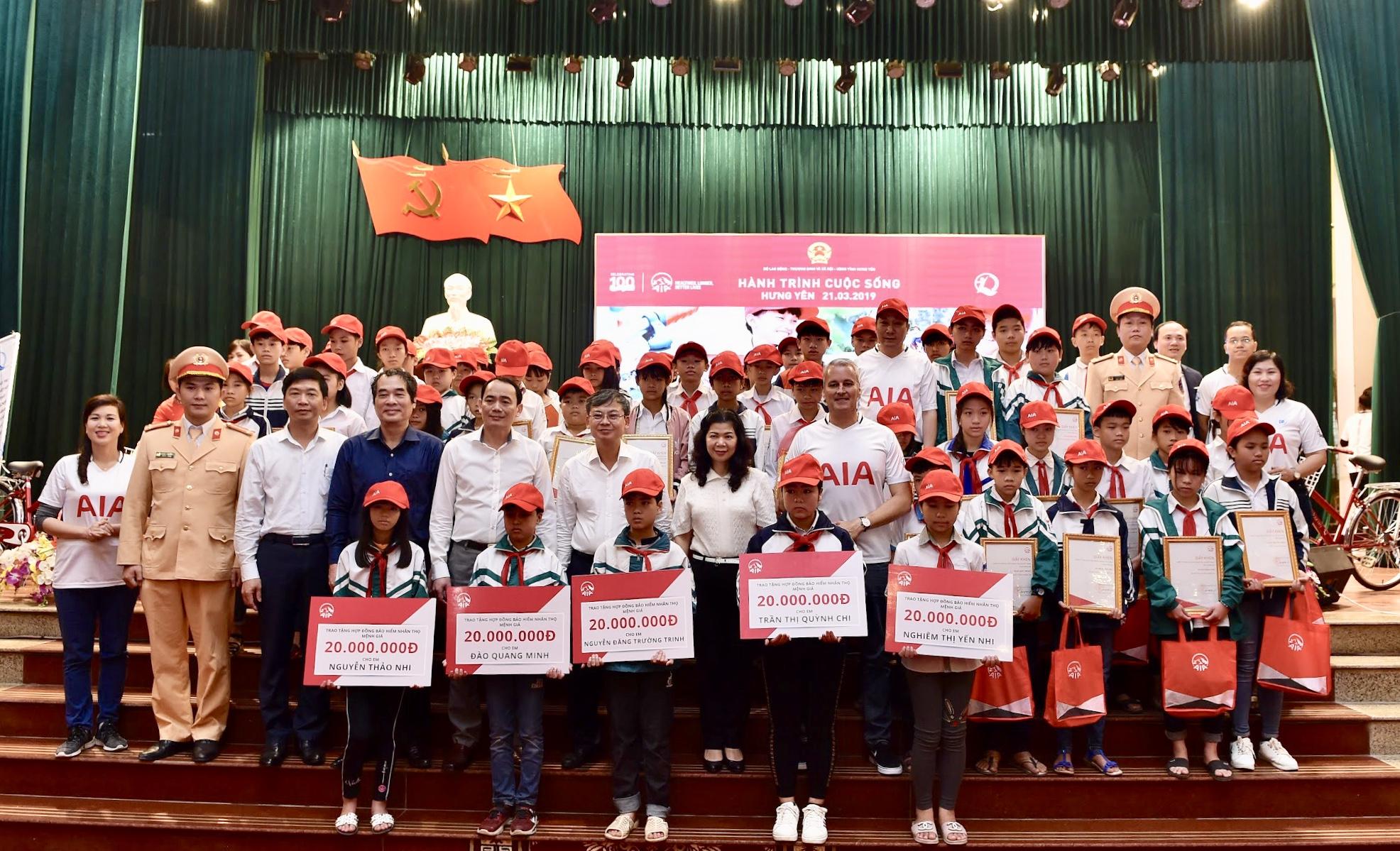 Trao tặng 91 xe đạp cho trẻ em khó khăn tỉnh Hưng Yên