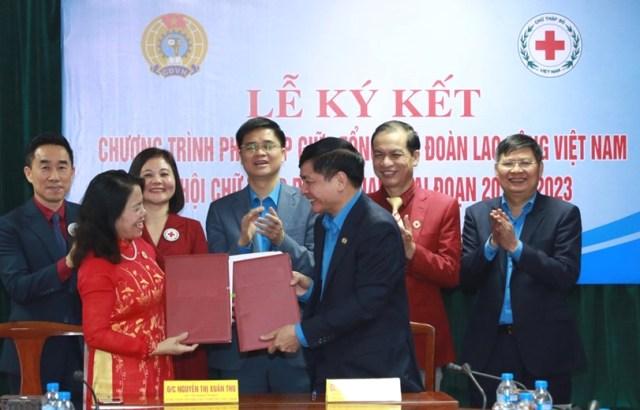 Tổng LĐLĐ Việt Nam và TW Hội Chữ Thập Đỏ Việt Nam phối hợp trong công tác nhân đạo