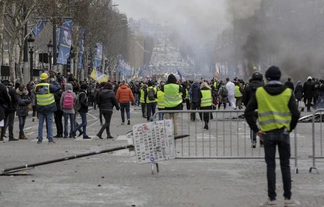 Pháp cấm các cuộc biểu tình ''Áo Vàng'' ở nhiều thành phố