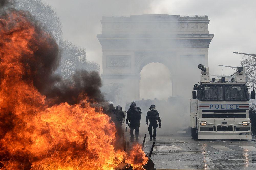 Pháp sẽ cấm biểu tình trên đại lộ Champ-Elysees