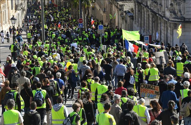"""Bạo lực đột ngột bùng phát trong cuộc biểu tình """"Áo vàng"""" tại Pháp"""