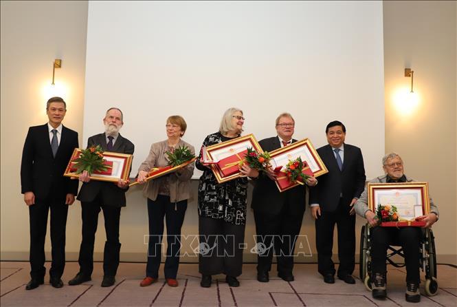 Trao tặng Huân chương Hữu nghị của Việt Nam cho một số bạn bè Đức