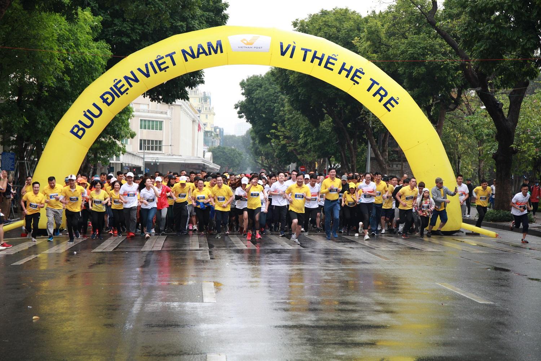 """Giải chạy marathon """"Bưu điện Việt Nam - Vì thế hệ trẻ"""""""