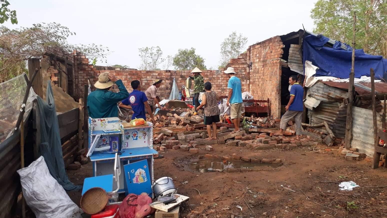 Lốc xoáy làm tốc mái hàng chục nhà dân huyện Ea Súp, Đắk Lắk