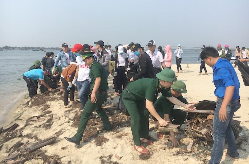 """Bội đội Biên phòng Quảng Nam phát động chương trình """"Hãy làm sạch biển"""""""
