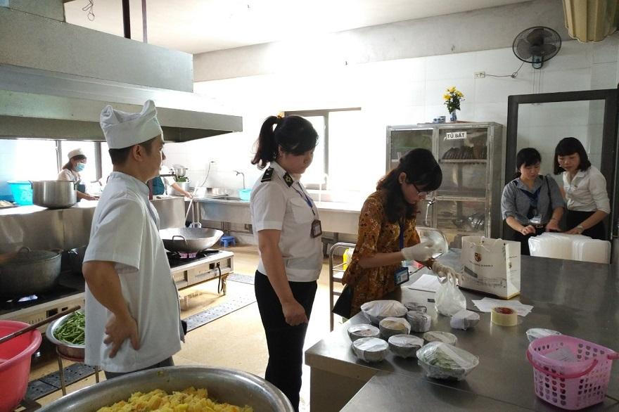 Nam Từ Liêm (Hà Nội): Kiểm tra liên ngành an toàn thực phẩm tại các cơ sở chế biến cung cấp thực phẩm