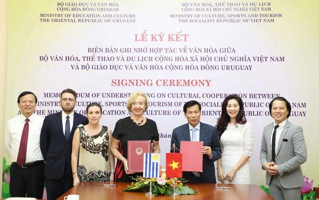 Thúc đẩy quan hệ hợp tác văn hóa Việt Nam - Uruguay