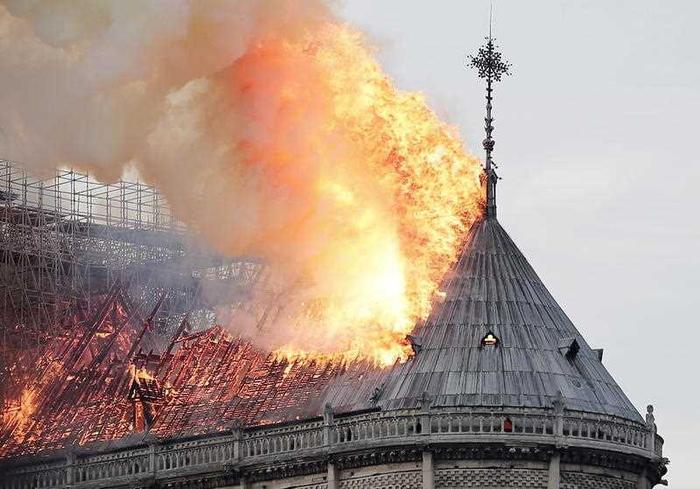 Thế giới tuần qua: Bàng hoàng vụ cháy Nhà thờ Đức Bà Paris