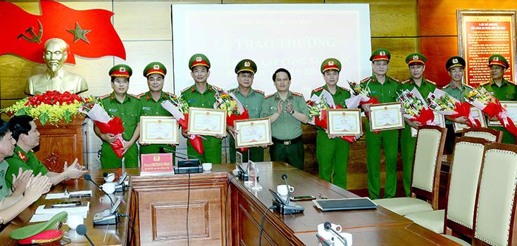 Quảng Bình: Thưởng nóng các đơn vị phá chuyên án 328T