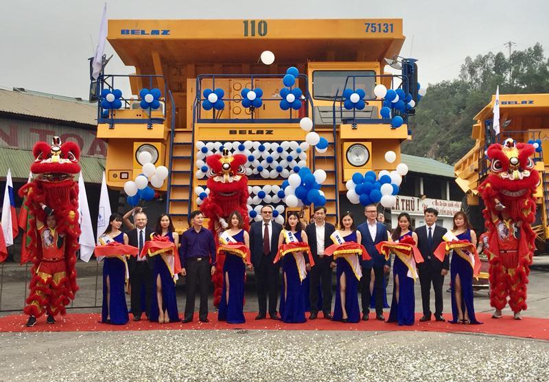 Lần đầu tiên vận hành xe tải tự đổ tải trọng 130 tấn