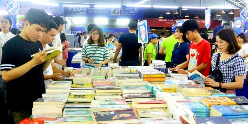 Nhiều chương trình giao lưu với bạn đọc tại Hội sách Hải Châu