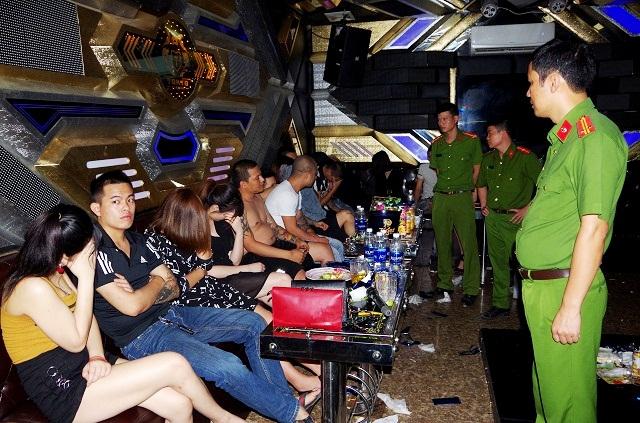 Hà Nam: Bắt giữ 37 đối tượng tổ chức sử dụng trái phép chất ma túy