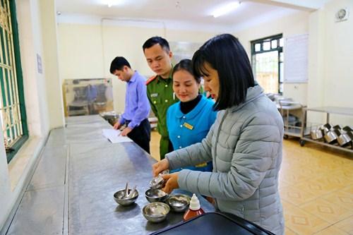 Thị xã Sơn Tây: Kiểm tra vệ sinh ATTP tại Trường Mầm non Sơn Ca và Tiểu học Lê Lợi