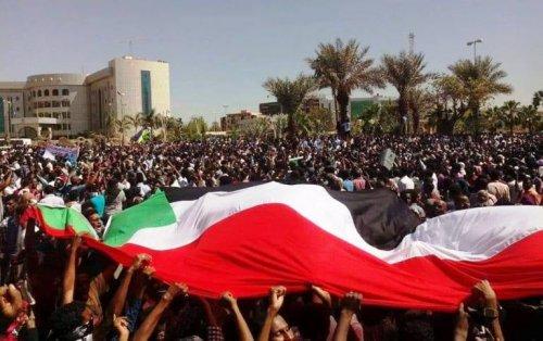 Sudan: Người biểu tình thông báo sẽ thành lập hội đồng lãnh đạo dân sự