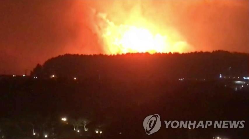 Đại sứ quán VN tại Hàn Quốc theo dõi sát sao tình hình cháy rừng tại Goseong