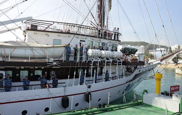 Tàu buồm 286-Lê Quý Đôn xuất phát đi huấn luyện trên biển