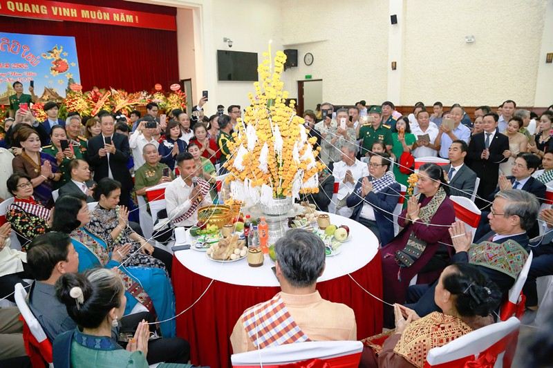 Đại sứ quán Lào tưng bừng tổ chức đón Tết Cổ truyền Bun Pi May