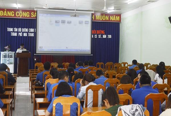 Khánh Hòa tổ chức thông tin chuyên đề biển, đảo cho đội ngũ cán bộ đoàn