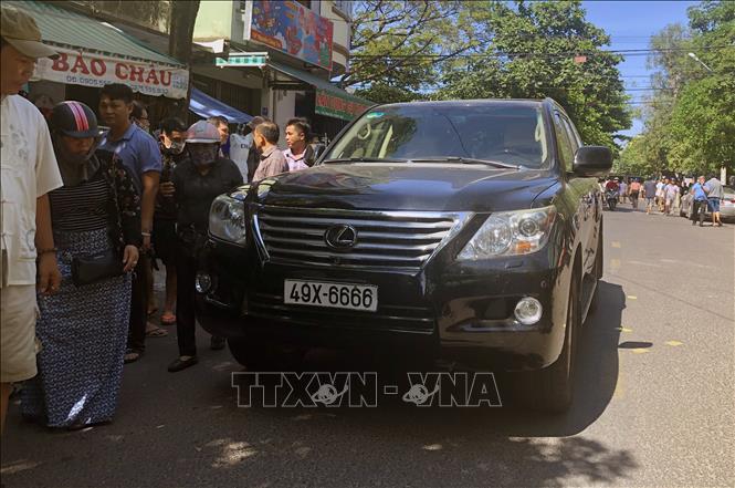 Xe ô tô lao vào đám tang làm 2 người chết, nhiều người bị thương