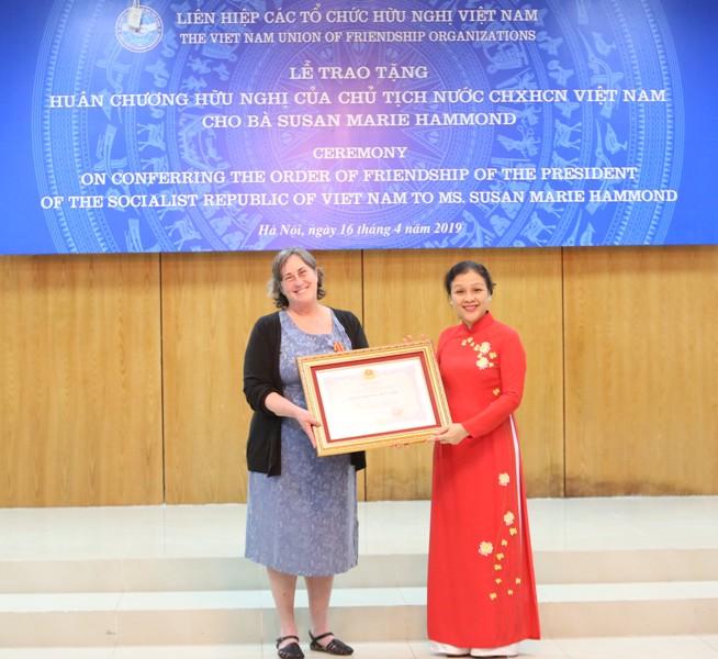 Trao tặng Huân chương Hữu nghị cho bà Susan Marie Hammond
