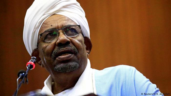 Sudan: Tổng thống từ chức, quân đội kiểm soát đất nước