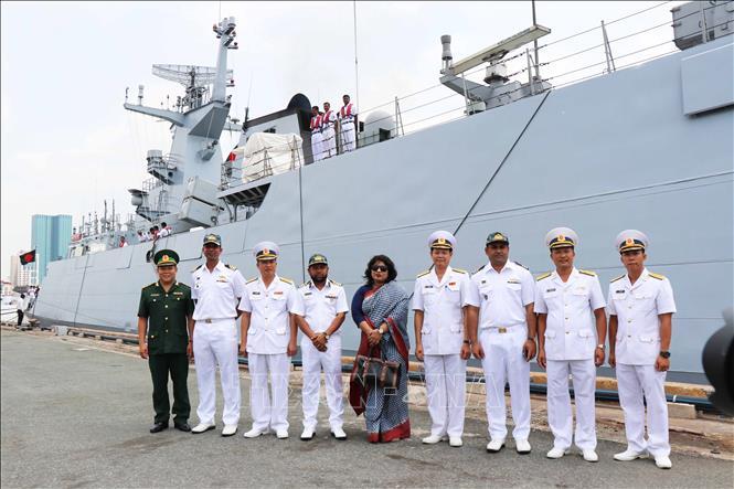 Tàu hải quân Bangladesh thăm hữu nghị Thành phố Hồ Chí Minh