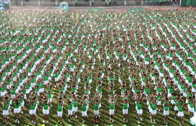 Hơn 6.000 học sinh tiểu học tham gia đồng diễn thể dục xác lập kỷ lục Việt Nam