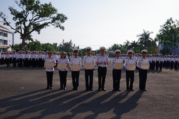Học viện Hải quân khen thưởng các cá nhân đoạt giải kỳ thi Olympic Toán năm 2019