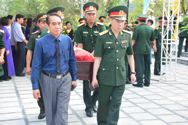 Truy điệu, an táng 18 hài cốt liệt sĩ quân tình nguyện và chuyên gia Việt Nam hy sinh tại Lào