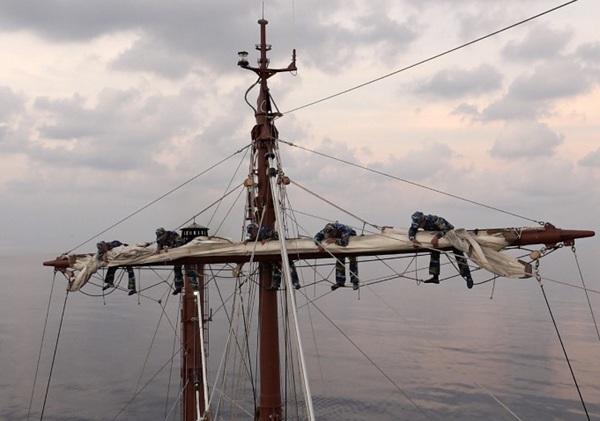 Học viện Hải quân huấn luyện thực hành đường dài trên biển
