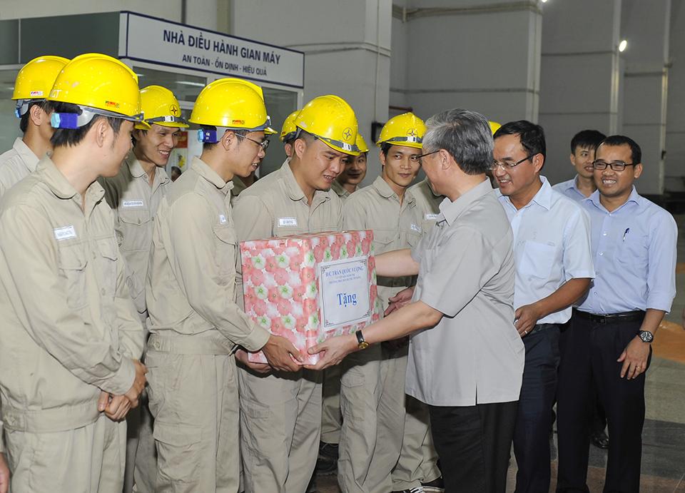 Đồng chí Trần Quốc Vượng - Thường trực Ban Bí thư Trung ương Đảng thăm Nhà máy Thủy điện Sơn La