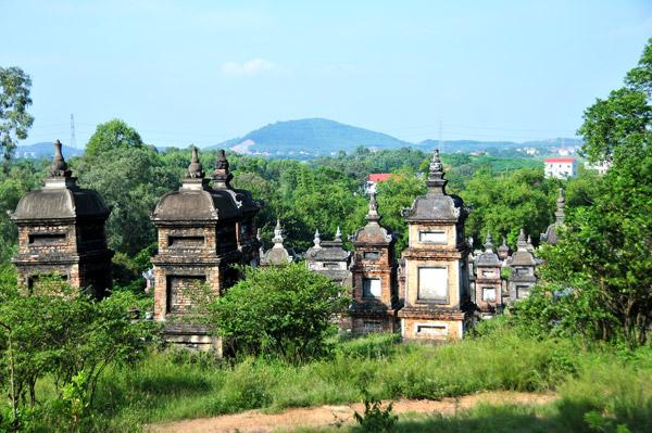 Độc đáo vườn tháp chùa Bổ Đà