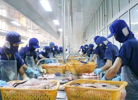 Tăng cường điều hành tín dụng hỗ trợ doanh nghiệp đẩy mạnh sản xuất