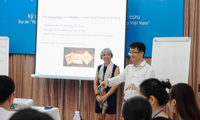 Bồi dưỡng kỹ năng bổ trợ dành cho cán bộ nghiên cứu Việt Nam
