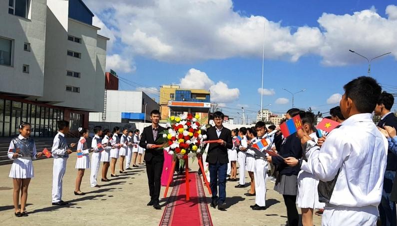 Đại sứ quán Việt Nam tại Mông Cổ dâng hoa kỷ niệm ngày sinh nhật Bác