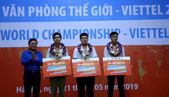 Ba gương mặt đại diện Việt Nam tranh tài tại chung kết Cuộc thi Tin học văn phòng thế giới 2019