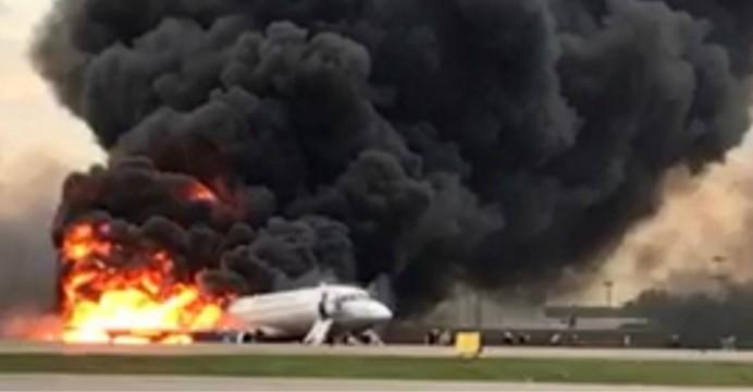 Nga: Máy bay bốc cháy dữ dội khi hạ cánh, 41 người thiệt mạng
