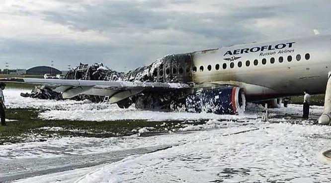 Cháy máy bay tại Nga: Phi công tiết lộ nguyên nhân máy bay Superjet 100 hạ cánh khẩn cấp