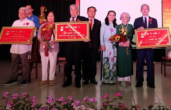 TP Hồ Chí Minh trao tặng Huy hiệu Đảng đợt 19/5