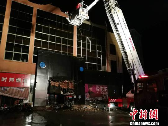 Sập mái quán bar ở Trung Quốc gây nhiều thương vong