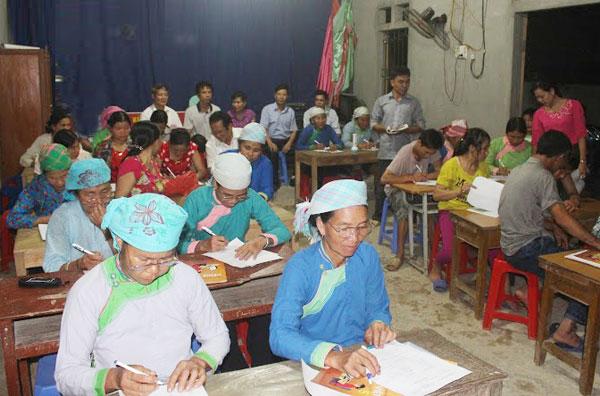 Lào Cai tích cực nâng cao chất lượng xóa mù chữ, giáo dục tiếp tục sau biết chữ