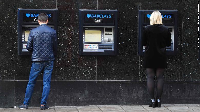 """5 """"ông lớn"""" ngân hàng bị phạt nặng vì gian lận thị trường ngoại hối"""