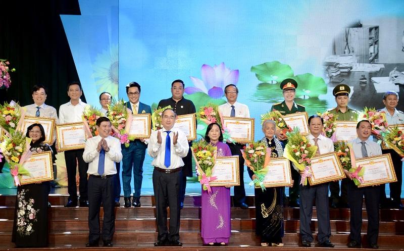 TP Hồ Chí Minh: Tuyên dương 392 tập thể và cá nhân thực hiện tốt học tập và làm theo Bác Hồ