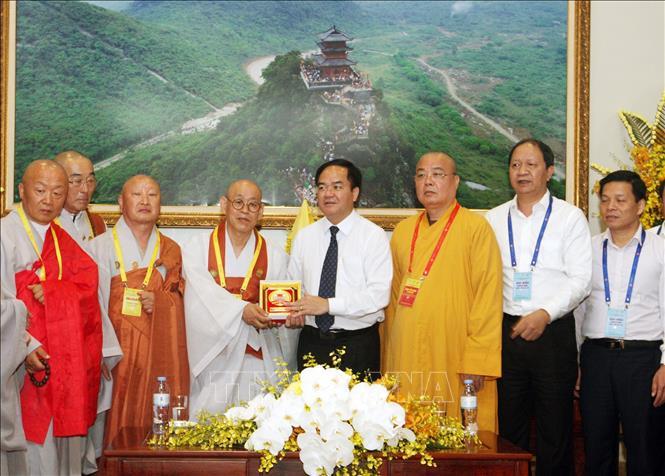 Vesak 2019: Trưởng ban Tôn giáo Chính phủ tiếp Đoàn Phật giáo Hàn Quốc và gặp mặt kiều bào