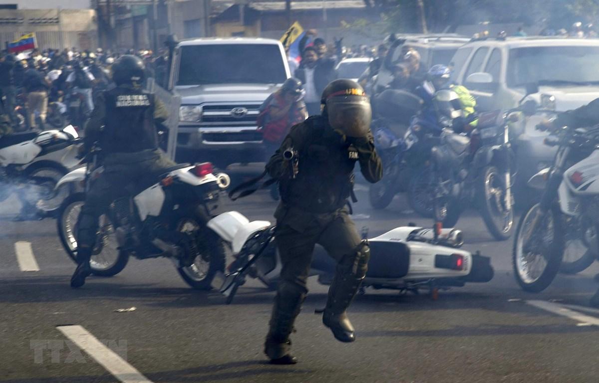 Venezuela: Lực lượng vũ trang trung thành tuyệt đối